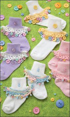 Cute-as-a-Button Sock Trim from Crochet World February 2013. Order here: http://www.anniescatalog.com/detail.html?prod_id=97701=pntrst