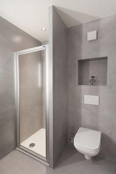 Sol et murs en béton ciré Matières Marius Aurenti, ouvrage réalisé par Ambiance Béton Sàrl Marius Aurenti, Toilet, Bathroom, Design, Concrete Wall, Surfboard Wax, Home, Washroom, Flush Toilet