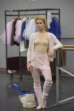 Pictures & Photos of Rose McIver - IMDb