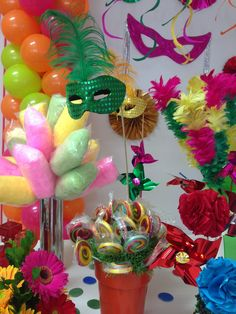 40 Incredible Ideas for Carnival Decoration - Birthday FM : Home of Birtday Inspirations, Wishes, DIY, Music & Ideas Carnival Cupcakes, Carnival Decorations, Diy Party Decorations, Birthday Decorations, Polka Dot Curtains, Transparent Balloons, Confetti Balloons, Masquerade Party, Hanging Ornaments