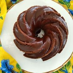 Um dos melhores bolos que já fiz e comi: Bolo Banoffee: banana, chocolate e calda de caramelo. Corre que a receita já está no Simples Assim www.sosimplesassum.com.br #bolobanoffee #cakelovers #diadebolo #amobolo #lyliadiogenes #blogsosimplesassim #foodblogger #foodie #comboloavidaficamelhor #yum Sin Gluten, Banoffee Pie, Quiche, Coco, Doughnut, Carne, Mousse, Food And Drink, Low Carb