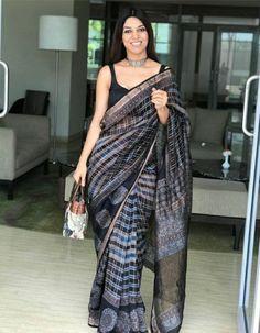 Bridal Sarees South Indian, Indian Sarees, Saree Blouse Patterns, Saree Blouse Designs, Salwar Suit Neck Designs, Latest Saree Trends, Saree Fashion, Simple Sarees, Sari Dress