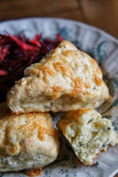 Gourmandises et Merveilles: Scones au cheddar et à la sauge