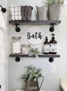 27 Best Rustic Farmhouse Bathroom Makeover Ideas * aux-pays-des-fleu… 27 besten rustikalen Bauernhaus Badezimmer Makeover Ideen * das Land-of-fleu … Small Bathroom Storage, Bathroom Design Small, Bathroom Shelves Over Toilet, Floating Shelves Bathroom, Bathroom Cabinets, Bathroom Vanities, Shelving In Bathroom, Bathroom Jars, Toilet Shelves