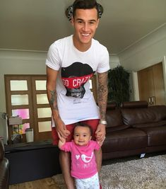 Oh meu Deus Neymar, Mariano Diaz, Football Boys, Football Stuff, Beautiful Family, Celebs, Celebrities, Soccer Players, Fc Barcelona