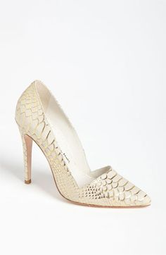 Alice + Olivia pump makes me excited for spring! It's too bad bakers wear clogs in the kitchen...