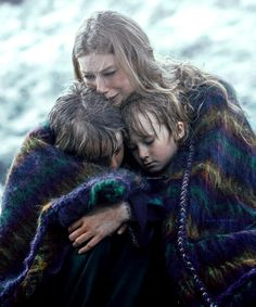 Queen Aslaug holding her boys after Siggy saves them from drowning!!