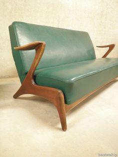 Shipping Furniture From Usa To Australia Small Furniture, Retro Furniture, Cheap Furniture, Furniture Design, Retro Sofa, Retro Lounge, Vintage Sofa, Wooden Sofa Designs, Scandinavian Furniture