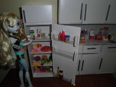 Detailed DIY doll refrigerator tutorial. Easy yet realistic looking, lots of space, door compartments, freezer section.