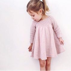 The sweetest girl in her #roxydress  Pattern available in Danish and English.  Thank you @katandleni for sharing your beautiful daughter and your beautiful knits 💕 #roxykjole #jentestrikk #barnestrikk #knitforkids #kjolestrikk #knitteddress #knittingforolive