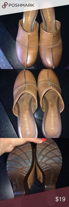 Women's Clogs Women's Saint johns bay clogs size 7 medium. These clogs are in excellent condition and they are from a smoke free home St. Johns Bay Shoes