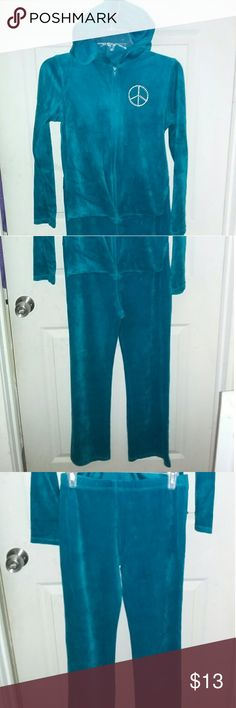 2 pc Young Girl Pant set Danskin Aqua Size 14-16 80% cotton 20% Polyester  velvety  look with a peace and love design  includes jacket and pants  Used Very good condition no stains, no fading Danskin Now Matching Sets