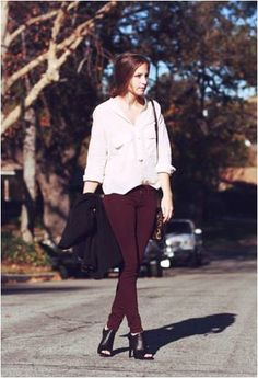 Bethany wearing Bullhead Black Colored Denim Leggings in Cranberry.