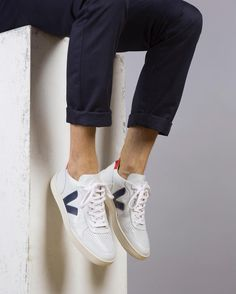 Pin by nynke groenendal on ~ shoes ~ in 2019 Weird Fashion, Fashion Mode, Mens Fashion, Sneakers Outfit Men, Sneaker Outfits Women, Young Adult Fashion, Veja Sneakers, Veja Trainers, Backgrounds