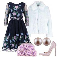 Abito ampio in tulle blu con fiori lilla azzurri e verdi abbinati ad una pelliccia ecologica azzurro tenue . Un paio di dècolletè in raso lilla ed una clutch con fiori di tessuto lilla ed un paio di perle lilla.