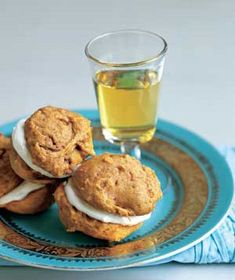 These Pumpkin Cream Sandwiches feature canned pumpkin blended with heavy cream and sandwiched between two homemade spice cookies. Pumpkin Whoopie Pies, Pumpkin Cookies, Pumpkin Spice, Sugar Pumpkin, Pumpkin Dessert, Woopie Pies, Pumpkin Dishes, Pumpkin Head, Pumpkin Puree