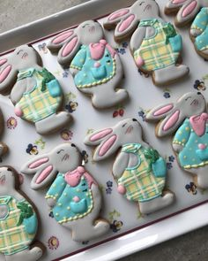 Wiggle Flower Bunny Cookies Hayley Cakes and Cookies Fancy Cookies, Iced Cookies, Royal Icing Cookies, Sugar Cookies, Easter Cupcakes, Easter Cookies, Easter Treats, Cookie Designs, Cookie Decorating