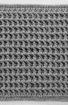 Quadrat mit vorn gearbeiteten Relief-Stäbchen für die Schachbrettdecke