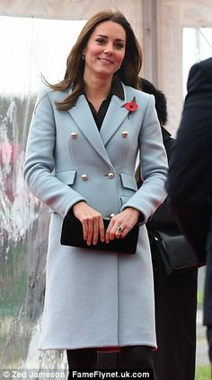 Kate Middleton shows off healthy glow during oil refinery tour #dailymail
