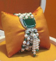 =>bangle diamond bracelets which are Gorgeous Emerald Jewelry, Gems Jewelry, Jewelry Accessories, Fine Jewelry, Jewelry Design, Lotus Jewelry, Emerald Necklace, Diamond Bracelets, Bangle Bracelets