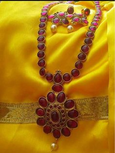 Beautiful Kemp necklace With matching earrings shipping Order what's app 9573737490 Gold Jewelry Simple, Indian Wedding Jewelry, Indian Jewelry, Ruby Necklace Designs, Gold Jewellery Design, Emerald Jewelry, Antique Earrings, Durga, Gold Necklace