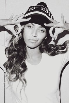 Beyonce...no make up and still gorg!