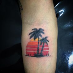Sunset design 80's @tradicaotattoos #tattoo #tattooflash #sunset #beach (em Tradição Tattoos)