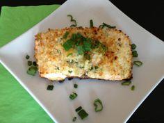 Filets de saumon en croûte panko, sauce au yogourt au cari