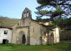 Qué pena das, San Antolín de Bedón, al borde del Camino de Santiago del Norte. En ruinas y abandonado. Cargado de historia y de buenas razones para se restaurado o, al menos, consolidado.