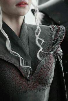 Daenerys Targaryen, Emilia Clarke, game of thrones season 7 spoilers sneak peek Super Hero shirts, Gadgets Arte Game Of Thrones, Game Of Thrones Facts, Game Of Thrones Shirts, Game Of Thrones Quotes, Game Of Thrones Funny, Emilia Clarke, Game Of Thrones Instagram, The Mother Of Dragons, Got Costumes