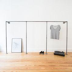 Cute Au ergew hnliche Einrichtungsidee mit einer Wand hinterm Bett f r einen begehbaren Kleiderschrank von Kunstfan