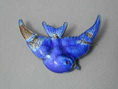 Sterling and enamel blue bird pin Horse Jewelry, Bird Jewelry, Animal Jewelry, Jewlery, Antique Jewelry, Vintage Jewelry, Art Nouveau, Art Deco, Parrots