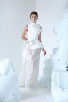 THE CZAR High neck Off White crepe gown, hand beaded and thread-embroidery feather motifs skirt Mode Origami, Prom Dress Couture, Bridal Dresses, Prom Dresses, Haute Couture Fashion, Wedding Attire, Beautiful Gowns, Elegant Dresses, Designer Dresses