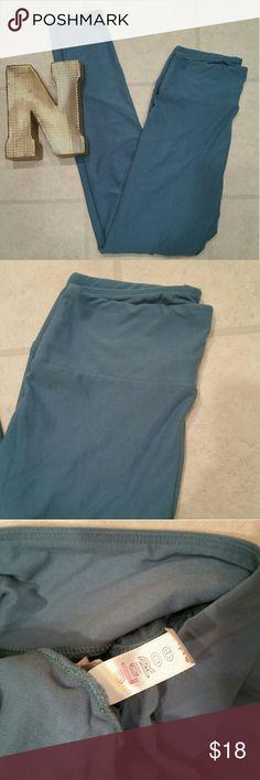 EUC! Women Lularoe Green Solid Sz. OS Leggings EUC! Women Lularoe Green Solid Sz. OS Leggings   Super solid color.  Mintish Medium green Super rare LuLaRoe Pants Leggings