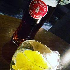 Drikker desværre ikke øl...men det gør Michael. ☆☆☆ Denne Ale smager af karamel.  #nightbeer #ale #irishbeer #jurysinnhotel #dublin #january2017👣 #ireland🍀