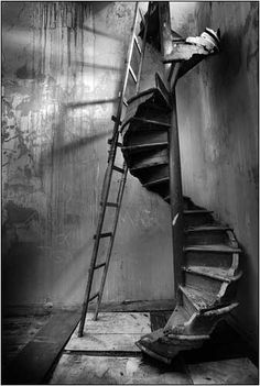 Original stairway has decayed. Now there is a ladder to use.