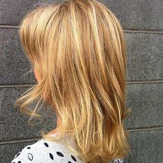 Lob - caramel lightbrown hair with highlights - Vaaleat karamelli raidat ja kiiltokäsittely tuhkaisen ruskeaan... Bob Short, Pixie Cut, Long Hair Styles, Beauty, Caramel, Color, Pixie Buzz Cut, Sticky Toffee, Candy