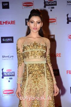Urvashi Rautela Hot HD Pics in Black Gown from Filmfare Awards