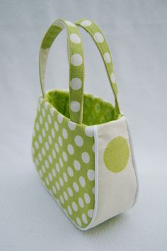 cute little girl purse @Alicia T T Gestro. The piping is what makes it special. Lots of other tutorials and patterns here for other things too.