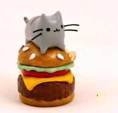 Clay pusheen cat....SO CUTE!!! Would so have this on my desk!