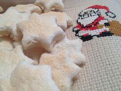 Zimtsterne Cookies, Halloween, Desserts, Christmas, Holidays, Food, Recipes, Crack Crackers, Tailgate Desserts