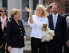 Princess Mette-Marit Photos - Princess Mette-Marit and Prince Haakon of Norway Visit Northern Germany - Zimbio Norwegian Royalty, Blue Bloods, Royal House, Prince And Princess, The Crown, Norway, Germany, Flower Girl Dresses, Royal Families