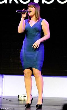 Kelly Clarkson  ~ I really like Kelly, she's inspiring and she seems like a real person. Watching her on duets is a lot of fun! I've been an admirer for a loooong time! Go girl go!