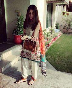 Lawn kameez shalwar stitching styles in Pakistan Pakistani Formal Dresses, Pakistani Fashion Casual, Nikkah Dress, Pakistani Dress Design, Pakistani Outfits, Indian Fashion, Indian Outfits, Pakistani Dresses Shalwar Kameez, Salwar Kurta