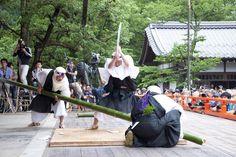義経ゆかりの鞍馬寺では、6/20(土)に「竹伐り会式」が開催。大蛇に見立てた長さ約4m・太さ約10cmの青竹を刀で切り、その速さを競います。 http://www.okeihan.net/navi/event/detail.php?eventno=192… (叡山電車・鞍馬駅下車) #京都 #刀剣乱舞