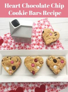 Show them just how much you love them with this Heart Chocolate Chip Cookie Bars Recipe. Traditional chocolate chip cookies with a Valentine's twist! Valentine Desserts, Valentine Chocolate, Valentines Food, Valentine Cookies, Valentine Ideas, Cake Cookies, Cookies Et Biscuits, Red Velvet Whoopie Pies, Chocolate Chip Cookie Bars