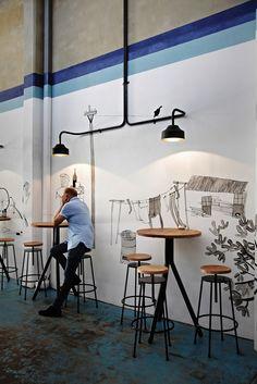 Taburetes y mesas altas #instalaciones #fustaiferro www.fustaiferro.com