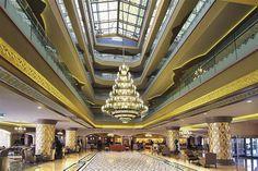 Lobby im Hotel Royal Alhambra Palace Antalya, Tibet, Best Hotels, Bellisima, Places To See, Palace, Hotel Royal, Beach, Turkey