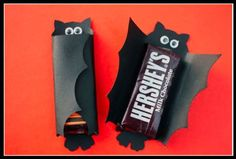 Halloween candy bat craft # upgrade with Gourmet Lindt Chocolate @ mylindtchocolatersvp.com/royhanna