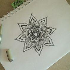 34 ideas tattoo shoulder cap men simple for 2019 Mandala Doodle, Mandala Drawing, Mandala Tattoo, Baby Tattoos, Flower Tattoos, Trendy Tattoos, Tattoos For Guys, Henna Designs, Tattoo Designs